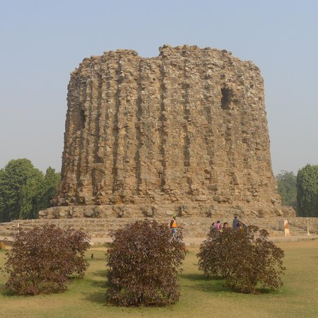 Alai Minar - the minaret that never was!