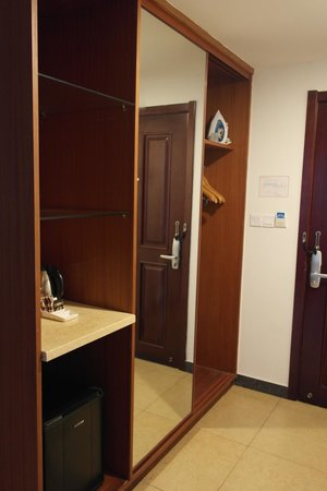 Manhao Hotel: Cupboards