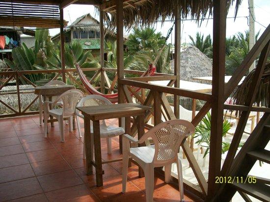 Canoamar Hostal : bonitas terrazas frente al mar