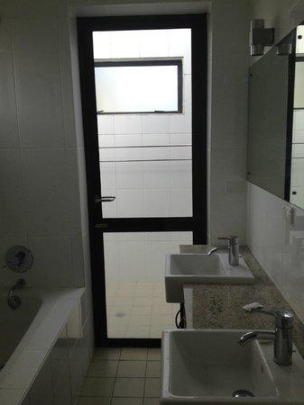 Dreamview Villas: Outdoor shower