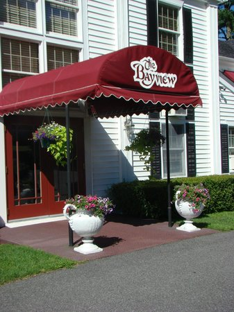 The Bayview: entrance to hotel