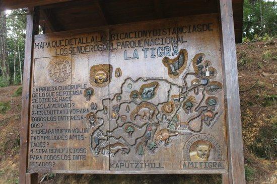 Parque Nacional La Tigra: Plano del parque tallado en madera