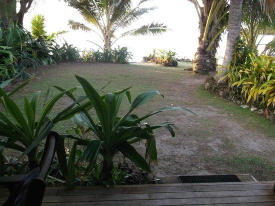 Muri Beach Resort: View deck towards lagoon