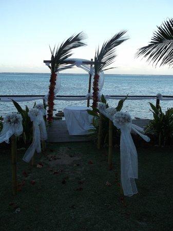 Muri Beach Resort: Deck set up for a wedding
