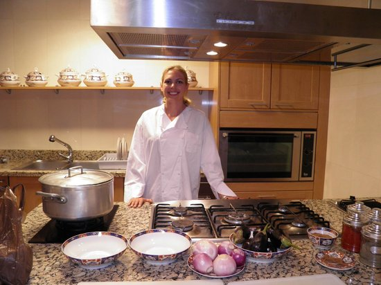 Riad Kniza: ready for my cooking class in their kitchen