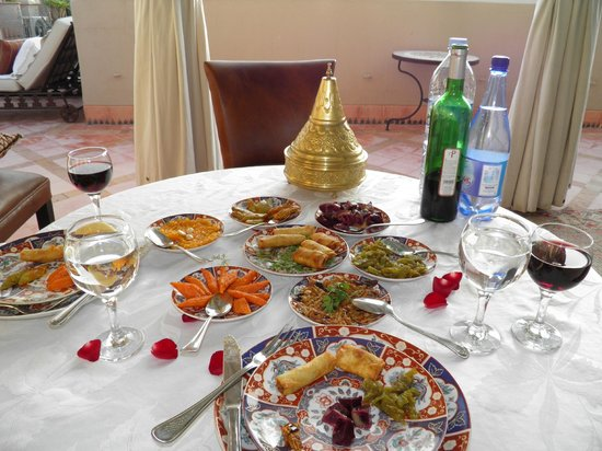 Riad Kniza: moroccan salad during 5 course dinner