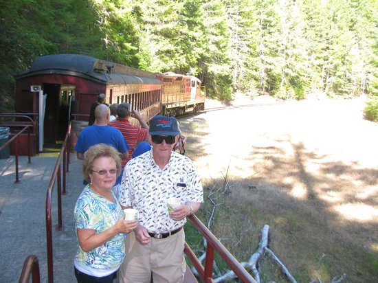 Skunk Train : Our Friends in the Open Car