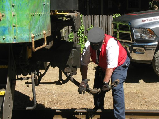 Skunk Train : Cam helps engine switch ends of train