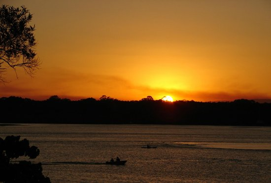 Noosa Shores Resort : Sunset from bar stools on deck
