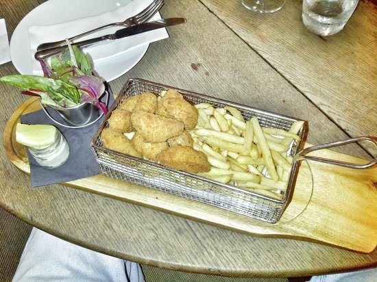 The Plough Inn : Scrumptious Scampi and chips with side salad