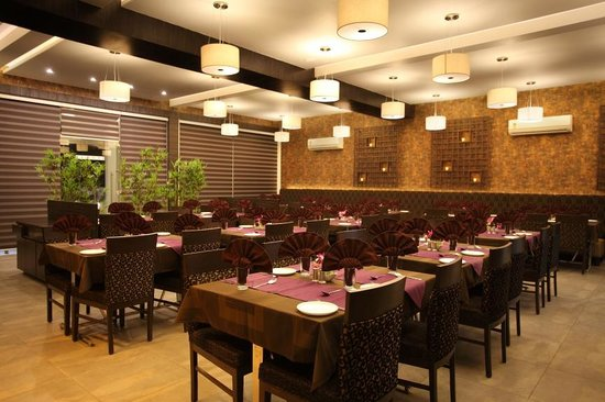 The Grand Daksh: Restaurant