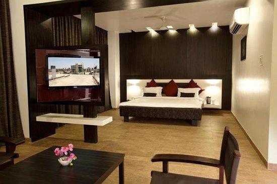 The Grand Daksh: Rooms