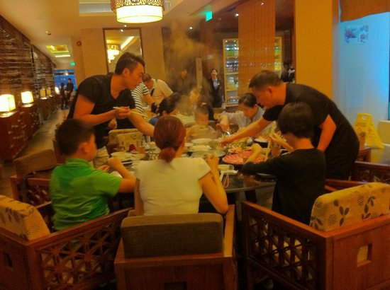 Budaoweng Hot Pot Cuisine: It's ok to get up and fish up your food !