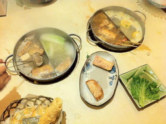 Budaoweng Hot Pot Cuisine: We ordered two different broths (which at the end of the evening were very sweet and yummy)