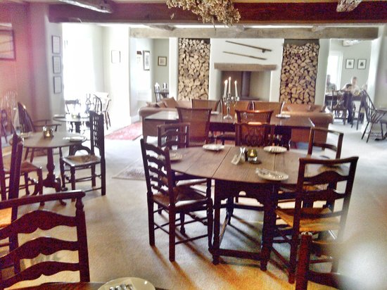 The Plough Inn : Bright and lovely interior of the restaurant