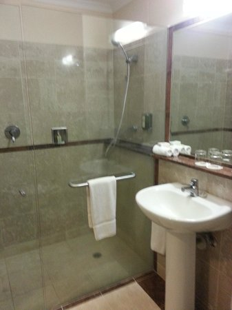 Bathroom picture of joondalup resort connolly tripadvisor for Bathrooms joondalup
