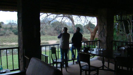 Khandizwe River Lodge : Outside balcony area