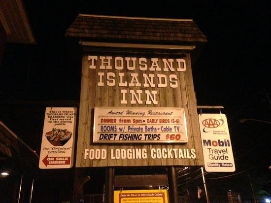 Thousand Islands Inn: Sign at the front