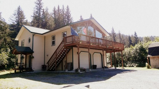 Glacier Creek Lodge : The House! :)