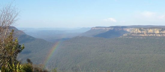 Echoes Boutique Hotel & Restaurant: Rainbow over Jamison Valley