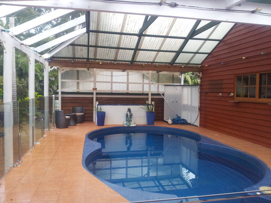 B & B on Sunrise: Resort style pool area