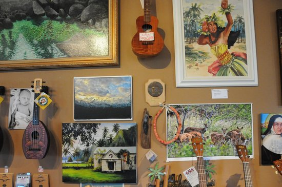 Coffees of Hawaii Plantation Store: Gift shop - Custom ukeles, great photography, & souvenirs.