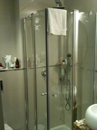 Leonardo Beach Tel Aviv Hotel: The shower is tiny