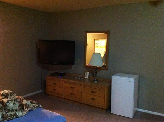 Cozy Inn : 30-40ish Flat Screen TV