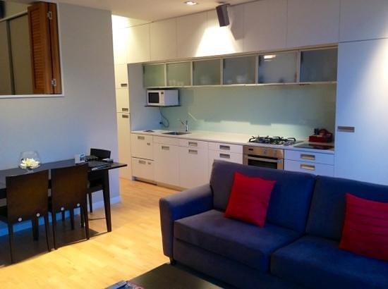 Pounamu Apartments: kitchen area