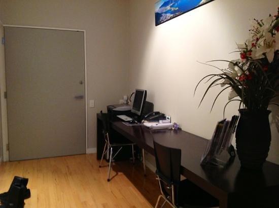 Pounamu Apartments: office area