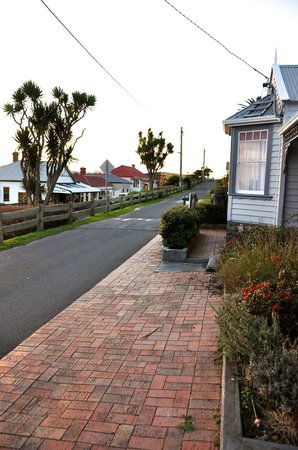 Gardenia House is only minutes away from the local shops