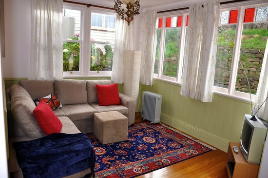 Gardenia House: The sunroom from the King Unit where you can enjoy the views of the Nut