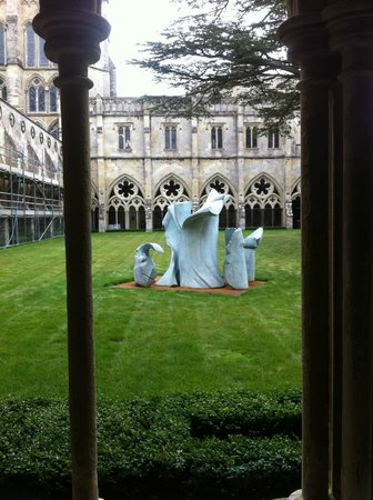 St Ann's House B&B: Salisbury cathedral sculpture show