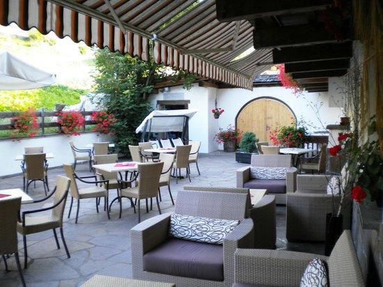 Hotel & Restaurant Alpino: Terrasse et Jardin