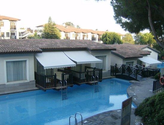 Piscine priv e vue de notre chambre paloma grida resort for Piscine 07500