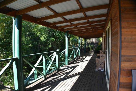 Calurla Chalets: Side verandah