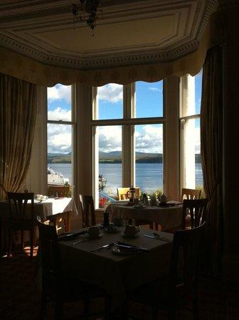Hunters Quay Hotel: Petit Déjeuner avec vue sur la mer