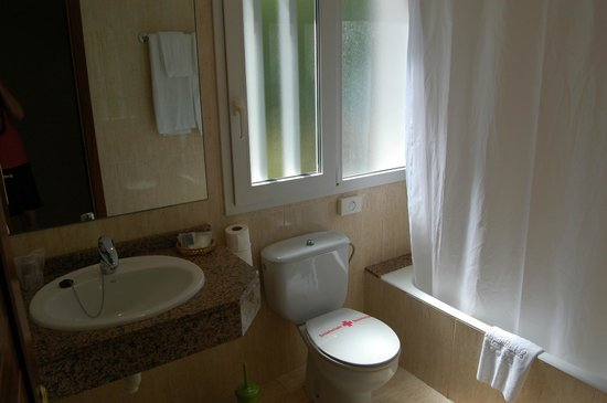 La Pergola: bathroom