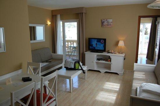 La Pergola: spacious living room