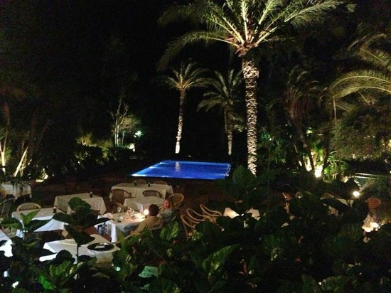 Hurricane Restaurant: The terrace of the restaurant at Hurricane Hotel
