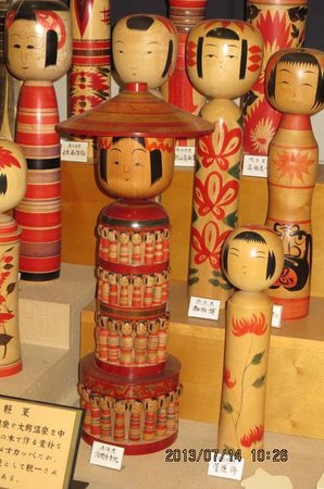 Tsugaru Traditional Crafts Museum: こけし展示物