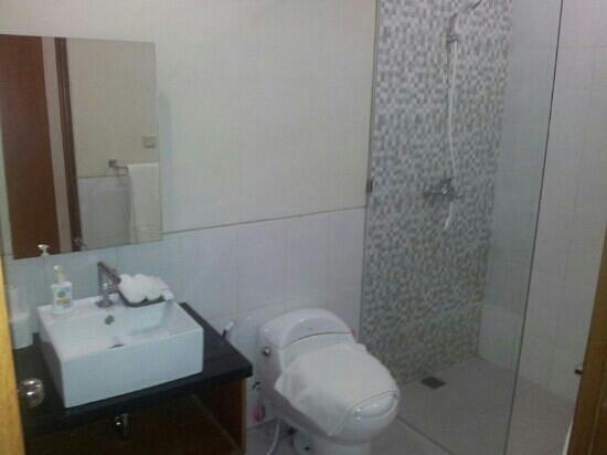 Dewi Dewi Villas: bathroom