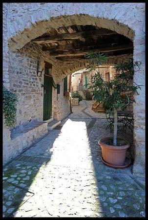 Il Borgo di Messenano : vicolo del borgo, the hamlet