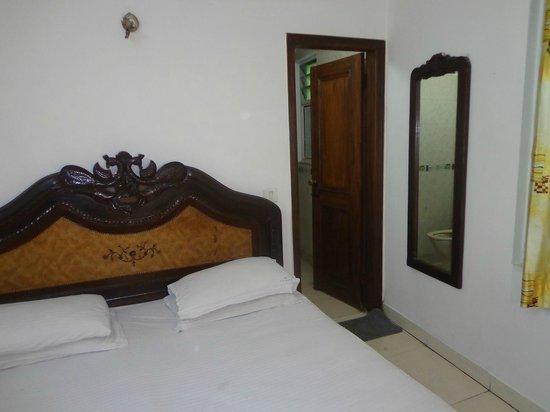 Hotel R S International: Guest Room