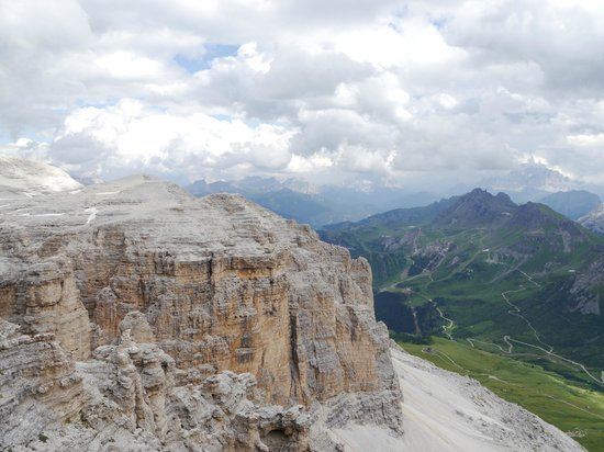 https://media-cdn.tripadvisor.com/media/photo-s/04/63/43/af/la-terrazza-delle-dolomiti.jpg