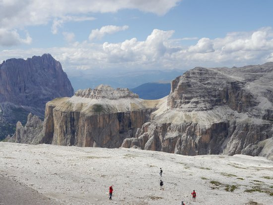 https://media-cdn.tripadvisor.com/media/photo-s/04/63/43/b5/la-terrazza-delle-dolomiti.jpg