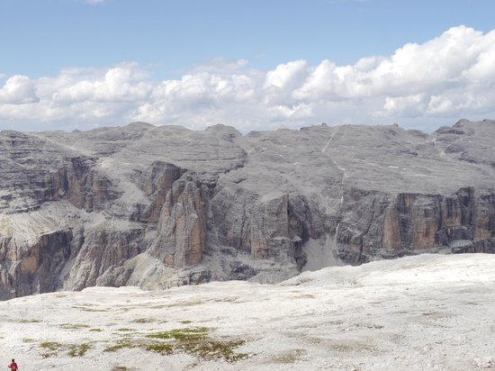 https://media-cdn.tripadvisor.com/media/photo-s/04/63/43/bd/la-terrazza-delle-dolomiti.jpg
