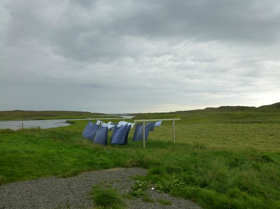 Ensku Husin Guesthouse : Linen drying in the rain