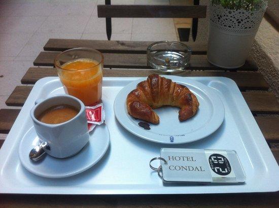 Hotel Condal: Petit déjeuner sympa à 3,60 €