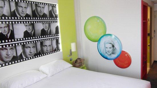 Ibis Styles Cannes le Cannet : vista camera lato bagno / entrata